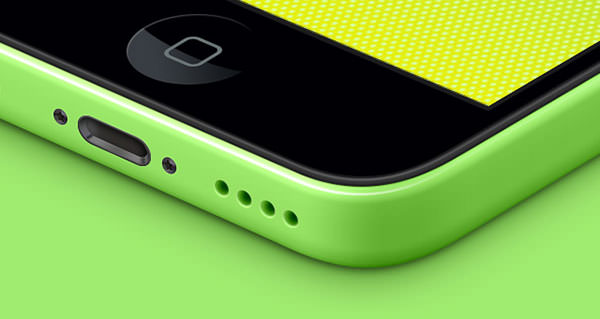 002-iphone-5C-mobile-celular-multicolors-isometric-view-3d-mock-up-psd
