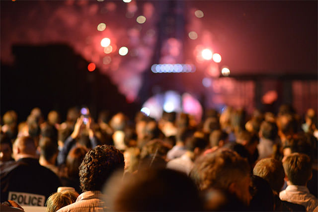 Crowd-Of-People-At-Night-In-Front-Of-Eiffel-Tower