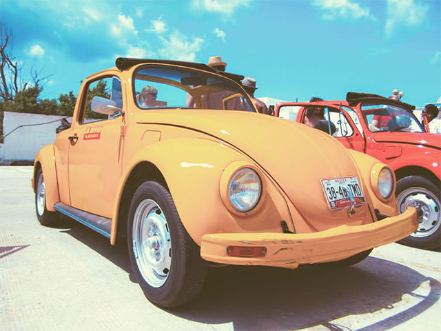Yellow-VW-Beatle-Car-With-People_