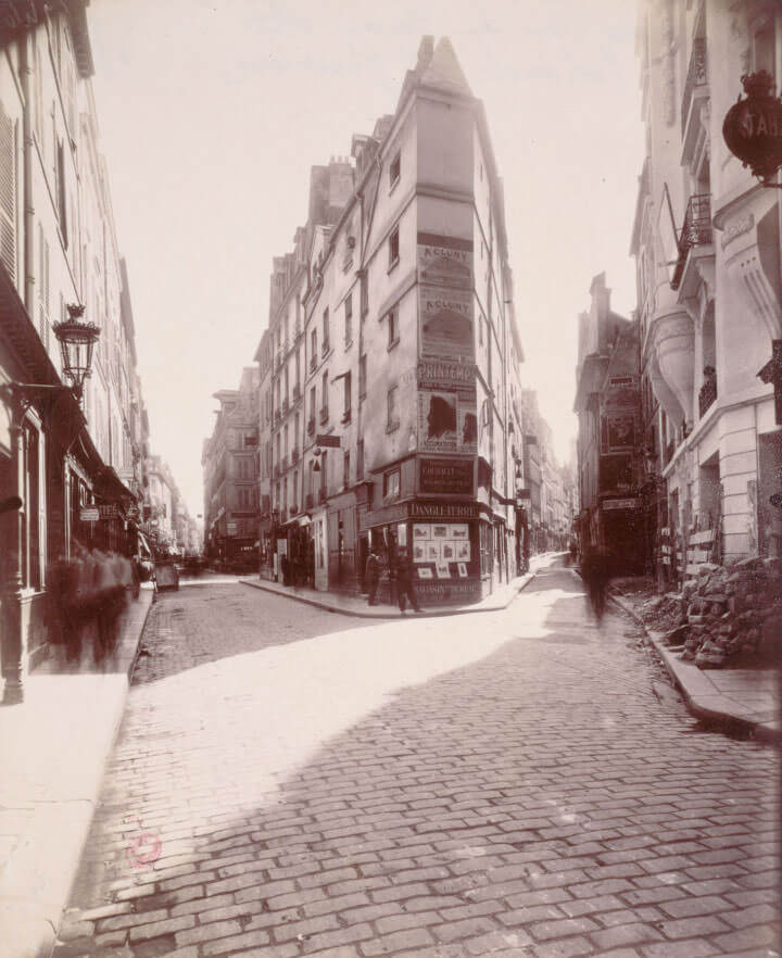 image_atget_eugene_jean_eugene_auguste_atget_dit_coin_des_rues_de_seine_et_de_lechaude_6eme_arrondissement_paris_ph3924_643834-720x882